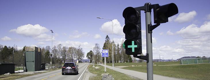 Bilde av grønt signal i en bomstasjon